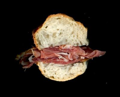 Сендвич с пармской ветчиной