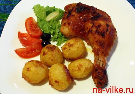 Кусок курицы с картофелем