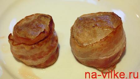 Медальоны из свиной вырезки в беконе