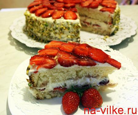 Кусок клубничного торта