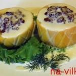 Фаршированные кабачки с соусом
