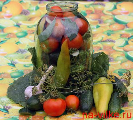 Консервируем огурцы и помидоры