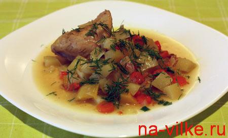 Овощное рагу с курицей и укропом