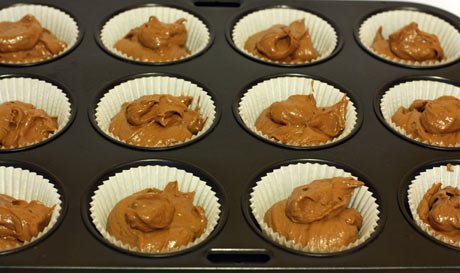 Шоколадное тесто в формочках