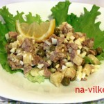 Салат из печени трески с зелёным горошком