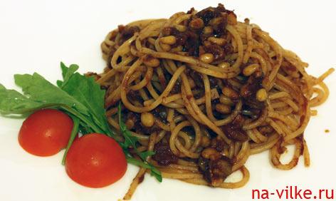 Спагетти с соусом из анчоусов