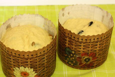 Тесто в бумажной форме для кулича