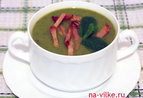 Суп-пюре из зелёного горошка с балыком