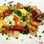 Яйца Бенедикт с гренками и голландским соусом