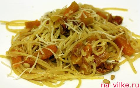 Спагетти с тыквой и беконом