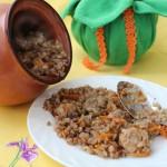 Гречка со свининой и грибами в горшочке