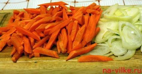 Нашинкованные морковь и лук