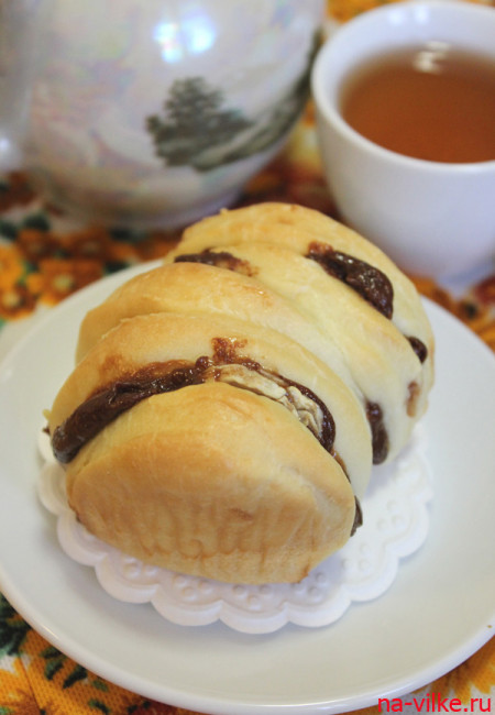 Булочки с бананом и шоколадной пастой