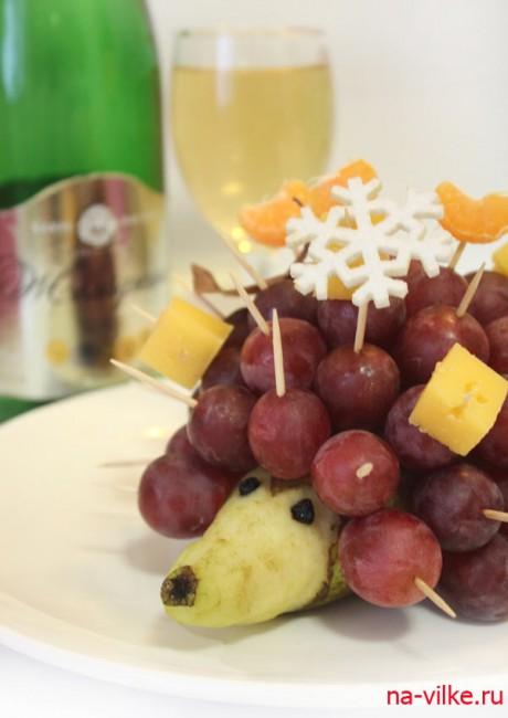 Ёжик из фруктов к шампанскому