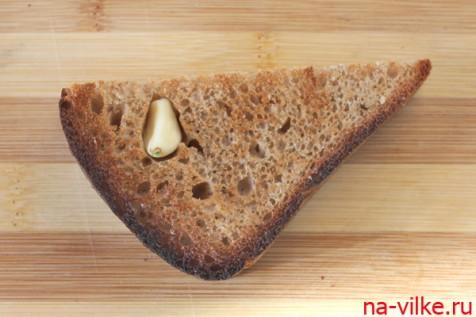 Хлеб чёрный с чесноком