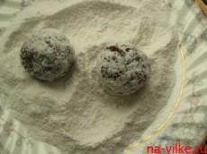 Обвалять в сахарной пудре