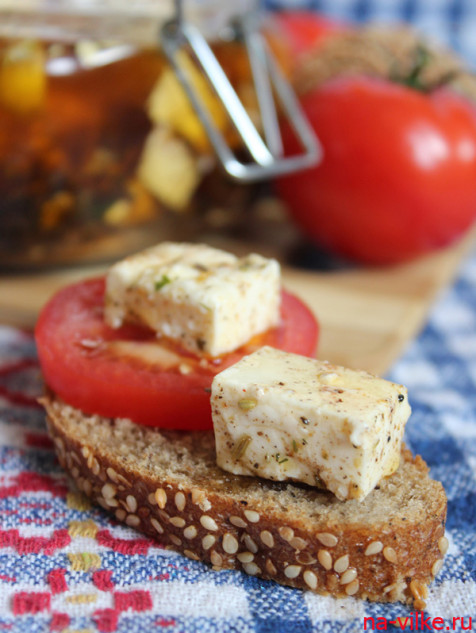 Бутерброд с маринованной брынзой