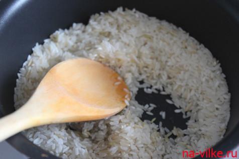 Рис в сотейнике