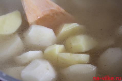 Варить картофель в бульоне