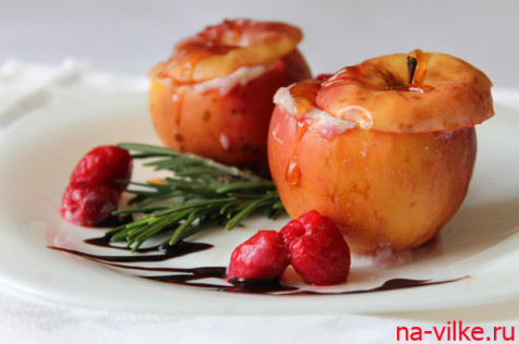 Запеченные яблоки с рикоттой и малиной