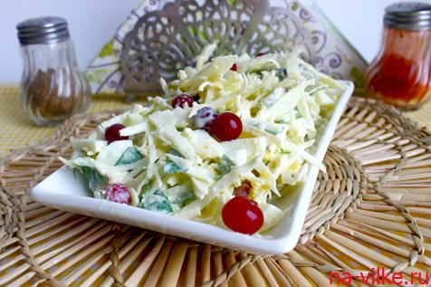 Салат с капустой и клюквой