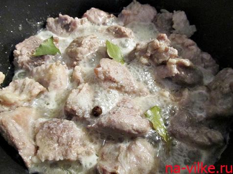 Тушим свинину
