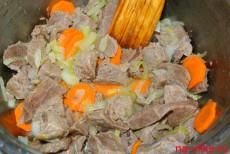 Мешаем мясо с овощами