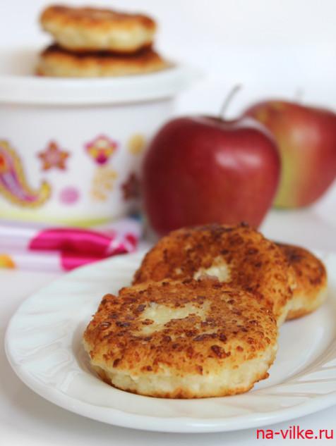 Сырники с яблочной начинкой