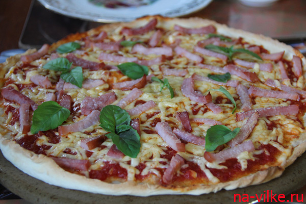 Итальянская пицца с ветчиной