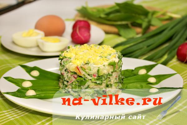 Салат из щавеля с огурцом и редисом