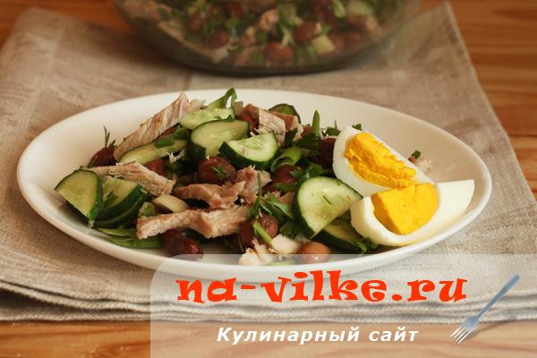 Салат с отварной свининой и фасолью