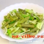 Зеленый салат со спаржей и стручковой фасолью