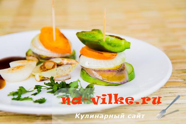 Быстрая овощная закуска на сковороде