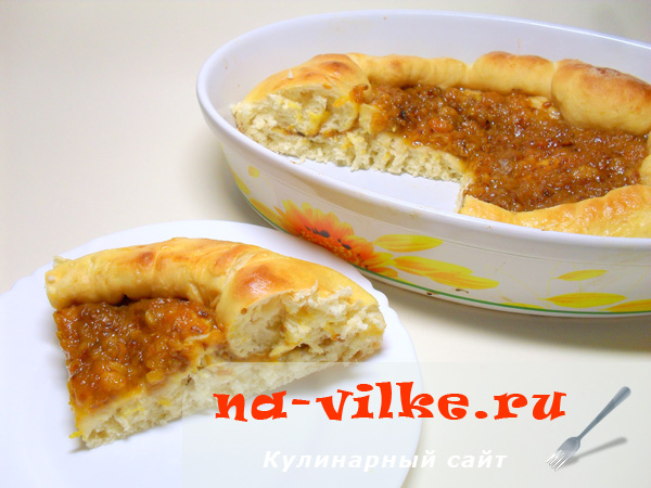 Сдобный пирог с морошкой в хлебопечке