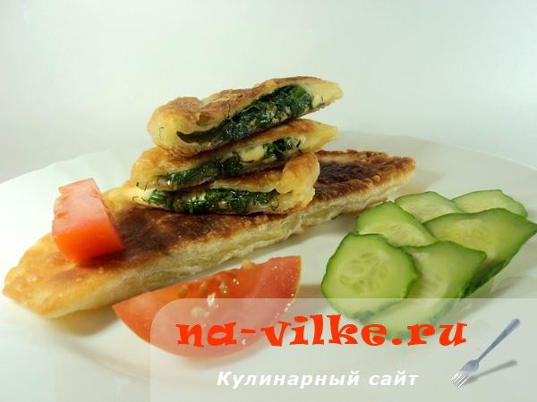 Жареные лепешки из готового теста с зеленью и сыром