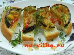 Острые баклажаны в медово-лимонном соусе на хлебе