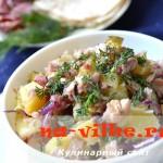 Картофельный салат с курицей и копчёностями