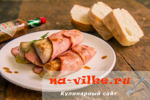 Рыба барракуда в беконе или рыбные рулетики закусочные