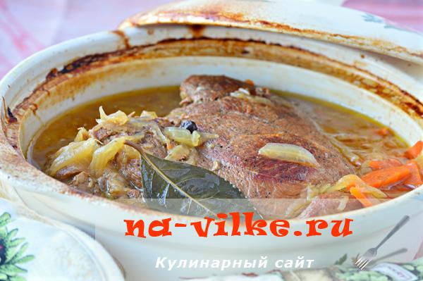 Говядина Бризе — тушение в духовке целым куском с овощами и можжевельником