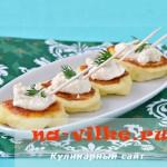 Картофельные мини оладушки с икорным сыром