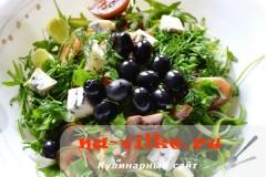 salat-s-kumato-i-gorgonzoloy-11