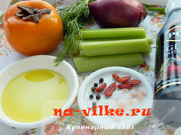 Ягоды годжи и другие ингредиенты для салата