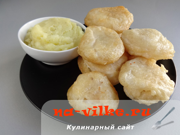 Жареная треска в кляре с чесночным соусом (бакалярос и скордаля)