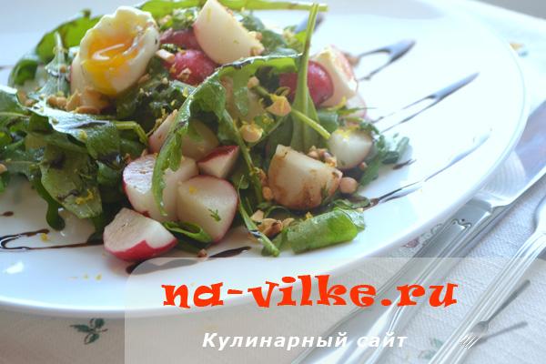 Салат из редиса с рукколой и арахисом