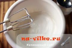 sharlotka-s-ananasami-v-multe-04