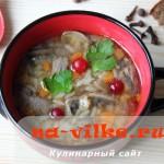 Суп с шампиньонами и рисом на говяжьем бульоне