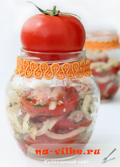 Салат из помидор с луком и медовой заправкой
