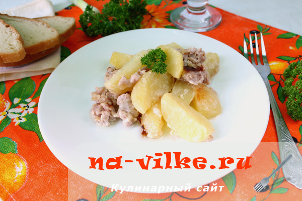 Картофель с фаршем в мультиварке Редмонд 4502