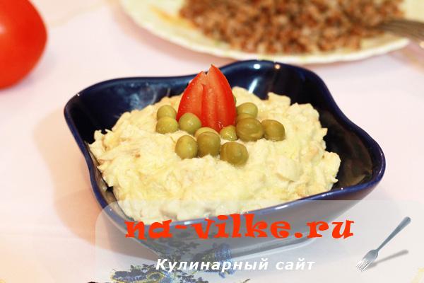 Куриное филе с луком в сметанном соусе