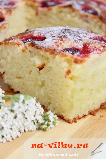 Творожный пирог с клубникой